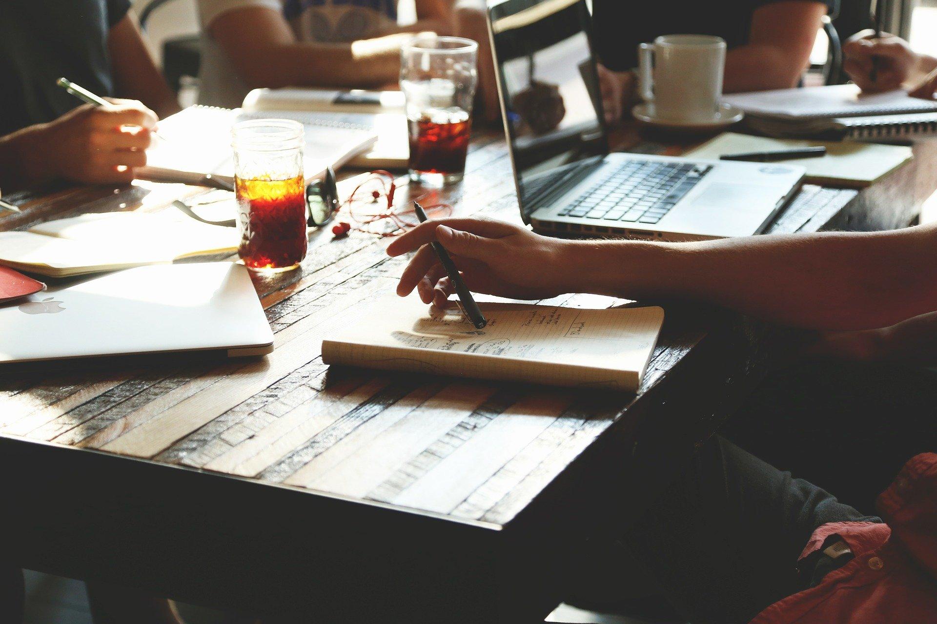 Overvej, hvad et sidemandsoplæring kursus eller et præsentationsteknik kursus kan gøre for dine medarbejdere.
